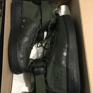 Nike Shoes - Nike SF Airforce Mid 7.5